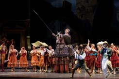 La Scala at the Shanghai Grand Theatre in Don Quixote with Giuseppe Conte, Riccardo Massimi and Gianluca Schiavoni, photo © Shanghai Grand Theatre