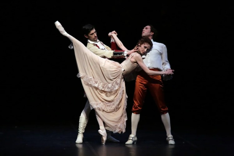 Manon - Svetlana Zakharova, Alessandro Grillo and Nicola Del Freo, photo Brescia e Amisano, Teatro alla Scala, 17 October 2018