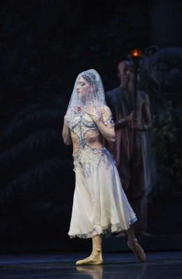 La Bayadère. Marianela Nuñez as Nikiya. ©ROH, 2018. Photographed by Bill Cooper.