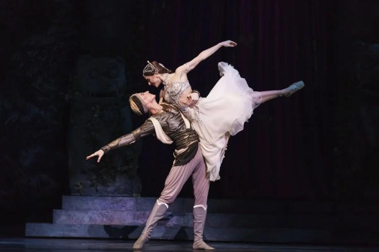 La Bayadère. Vadim Muntagirov as Solor and Marianela Nuñez as Nikiya. ©ROH, 2018. Photographed by Bill Cooper.
