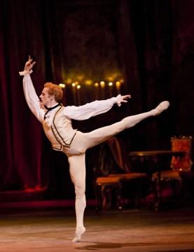 Manon. Steven McRae as Des Grieux. ©ROH, Johan Persson 2011