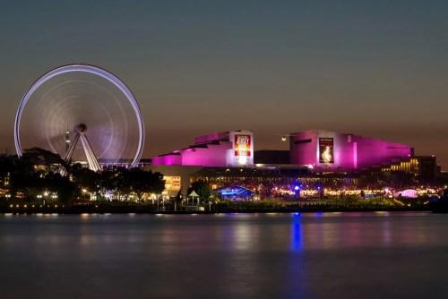 Queensland Performing Arts Centre di Brisbane building cultural forecourt