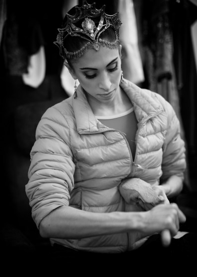 Yasmine Naghdi prepares for Gamzatti, photo by Dasa Wharton 05