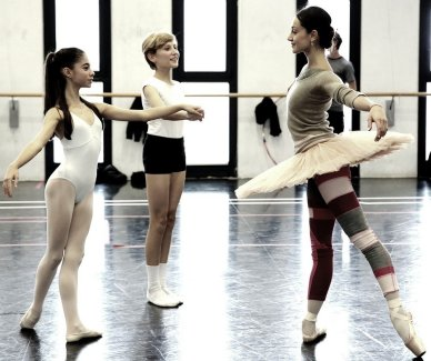 Balanchine's Nutcracker with Nicoletta Manni and students from La Scala's Ballet School 01