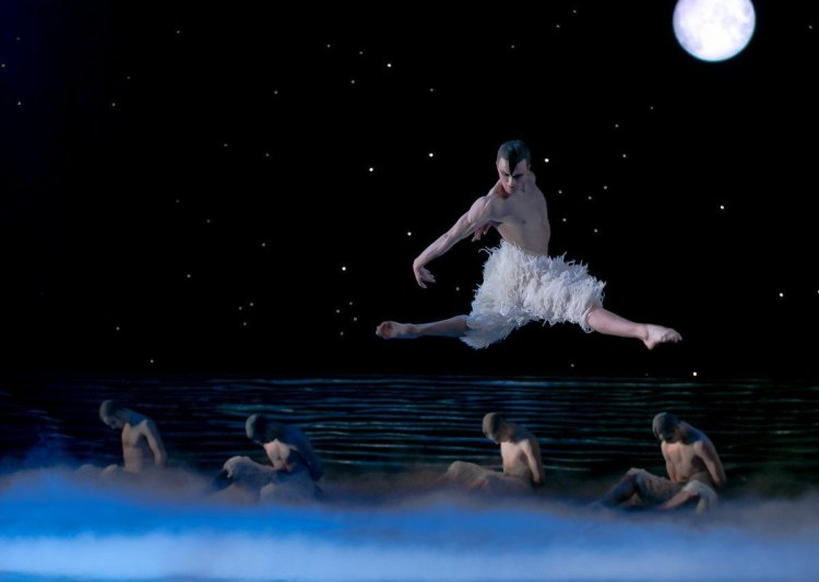 Matthew Ball in Matthew Bourne's Swan Lake, photo by Dasa Wharton, 2018 09