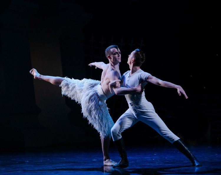 Matthew Ball in Matthew Bourne's Swan Lake, photo by Dasa Wharton, 2018 10