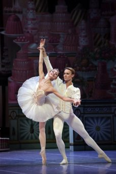 George Balanchine's The Nutcracker®, Nicoletta Manni and Timofej Andrijashenko, photo by Brescia e Amisano, Teatro alla Scala 2018 01