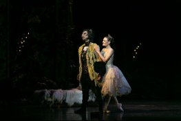 Beauty and the Beast by David Bintley, photo by Dasa Wharton, BRB 2019 20