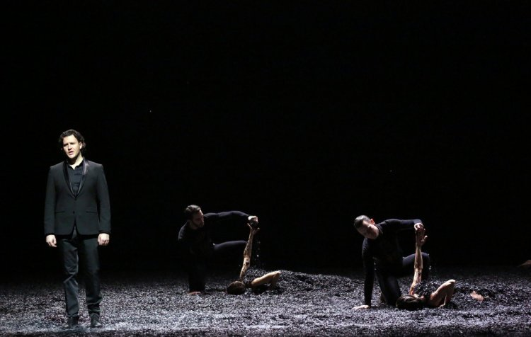 Winterreise by Angelin Preljocaj, photo by Brescia and Amisano with Thomas Tatzl and company