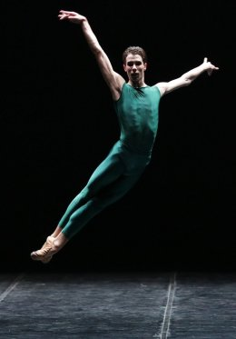 Daniele Bonelli in In the Middle, Somewhat Elevated © Rudy Amisano, Teatro alla Scala 2019