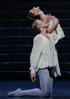 Timofej Andrijashenko and Nicoletta Manni in Romeo and Juliet, photo by Brescia e Amisano, Teatro alla Scala 2016 (
