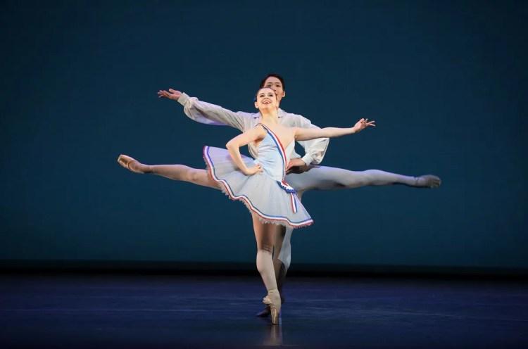 Julia Conway and Rentaro Nakaaki dancing Flames of Paris © Laurent Liotardo