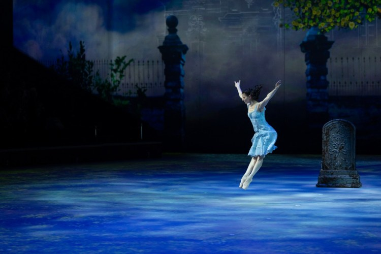 03 Christopher Wheeldon's Cinderella with English National Ballet © Dasa Wharton