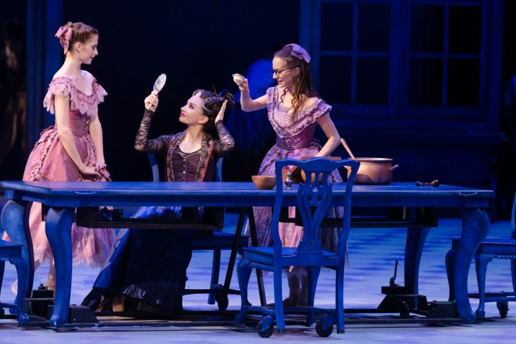 05 Christopher Wheeldon's Cinderella with English National Ballet © Dasa Wharton