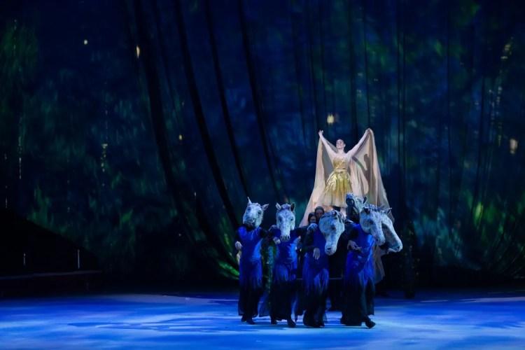 20 Christopher Wheeldon's Cinderella with English National Ballet © Dasa Wharton