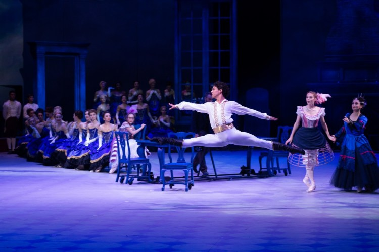42 Christopher Wheeldon's Cinderella with English National Ballet © Dasa Wharton