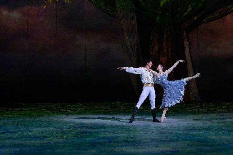 47 Christopher Wheeldon's Cinderella with English National Ballet © Dasa Wharton