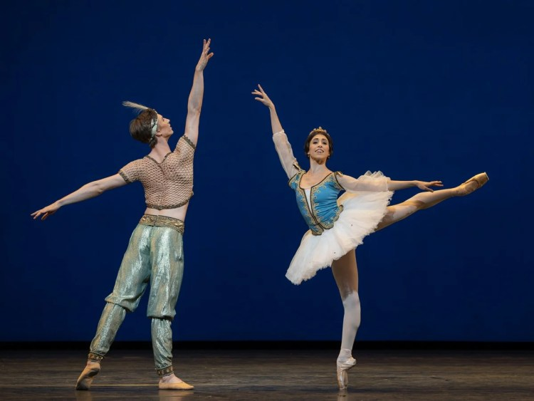 Vadim Muntagirov and Yasmine Naghdi in Le Corsaire, photo Andrej Uspenski