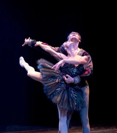 Anna Tsygankova with Jozef Varga in Swan Lake © Graham Spicer