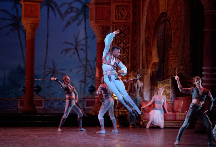 Brooklyn Mack as Conrad in Le Corsaire © Laurent Liotardo