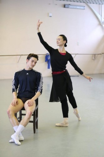Shale Wagman with Olesya Novikova rehearsing La Sylphide at the Mariinsky theatre, photo by Svetlana Avvakum