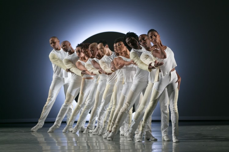 02 Alvin Ailey American Dance Theater in Jessica Lang's EN, photo by Dasa Wharton
