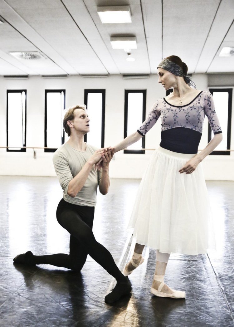 02 Giselle in rehearsal with Svetlana Zakharova and David Hallberg © Brescia e Amisano Teatro alla Scala