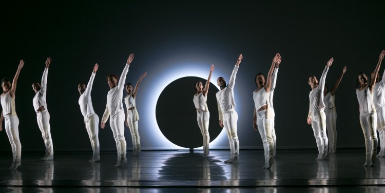 03 Alvin Ailey American Dance Theater in Jessica Lang's EN, photo by Dasa Wharton