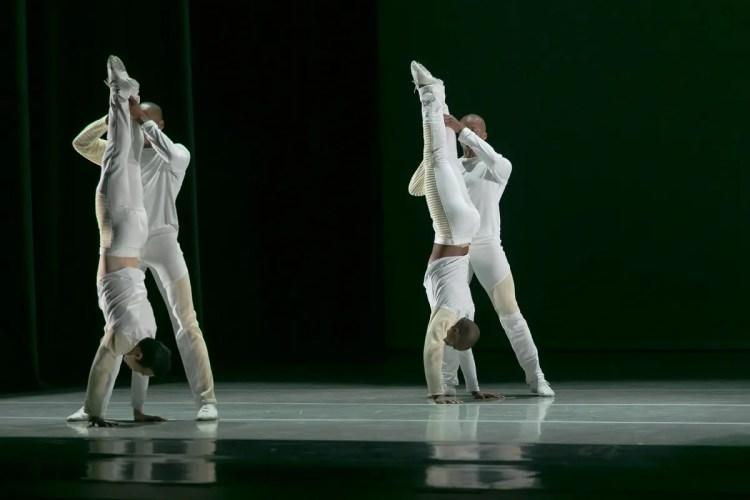 06 Alvin Ailey American Dance Theater in Jessica Lang's EN, photo by Dasa Wharton