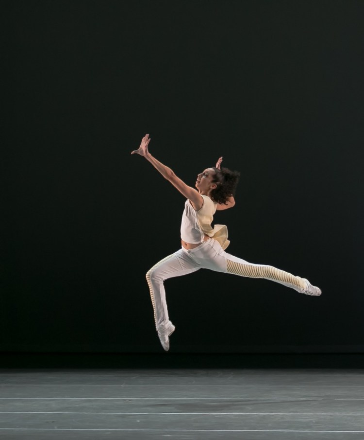 22 AAADT's Sarah Daley Perdomo in Jessica Lang's EN, photo by Dasa Wharton
