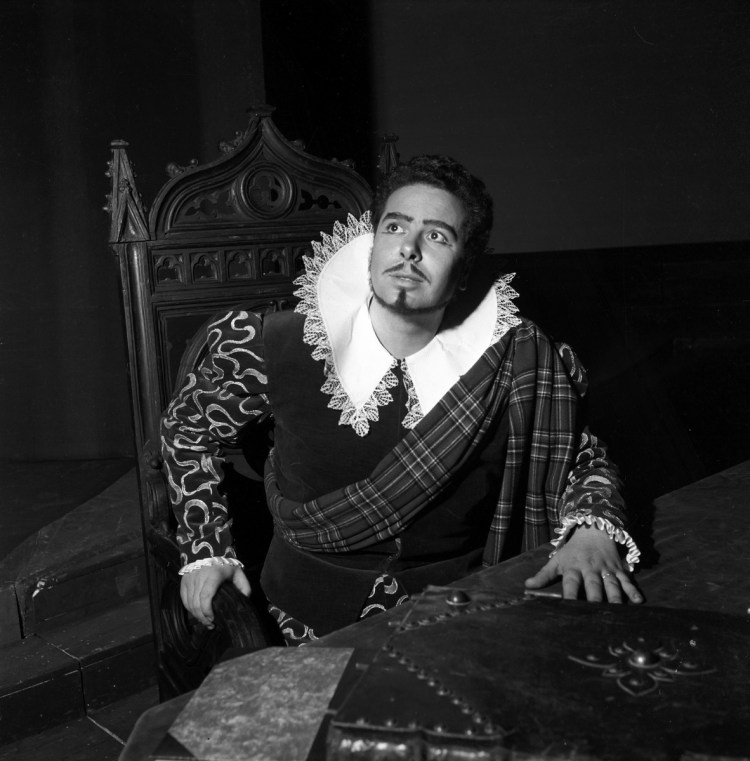 Rolando Panerai in 1954 in Lucia di Lammermoor photo by Erio Piccagliani