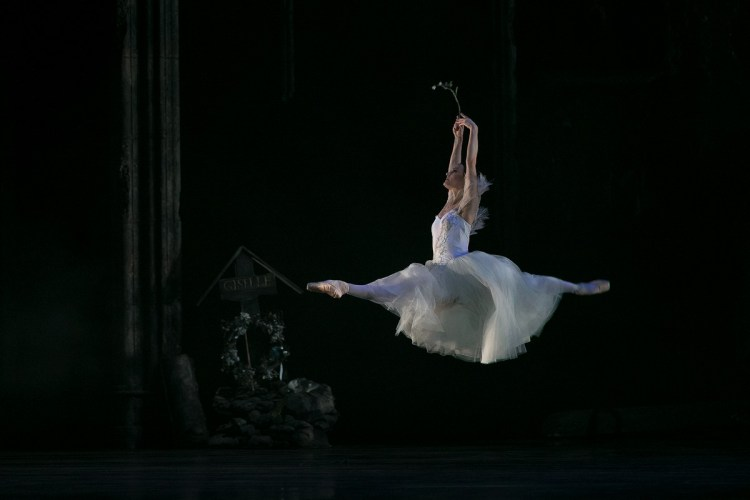 27 Giselle, Birmigham Royal Ballet, with Delia Mathews © Dasa Wharton 2019