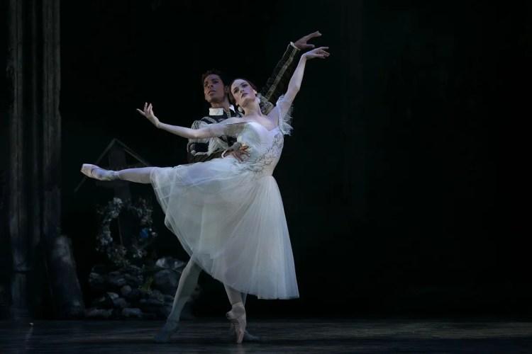 31 Giselle, Birmigham Royal Ballet, with Delia Mathews, Tyrone Singleton © Dasa Wharton 2019