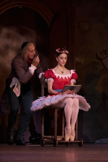 Coppélia with Gary Avis and Marianela Nunez, photo Bill Cooper ROH