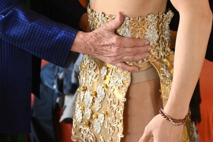 Fitting for Roberto Capucci's costumes for Les Étoiles © Cristiano Castaldi 12