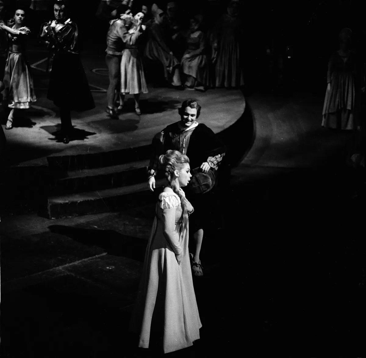 10 Mirella Freni in FAUST 1966 with Nicolai Gedda photo by Erio Piccagliani © Teatro alla Scala