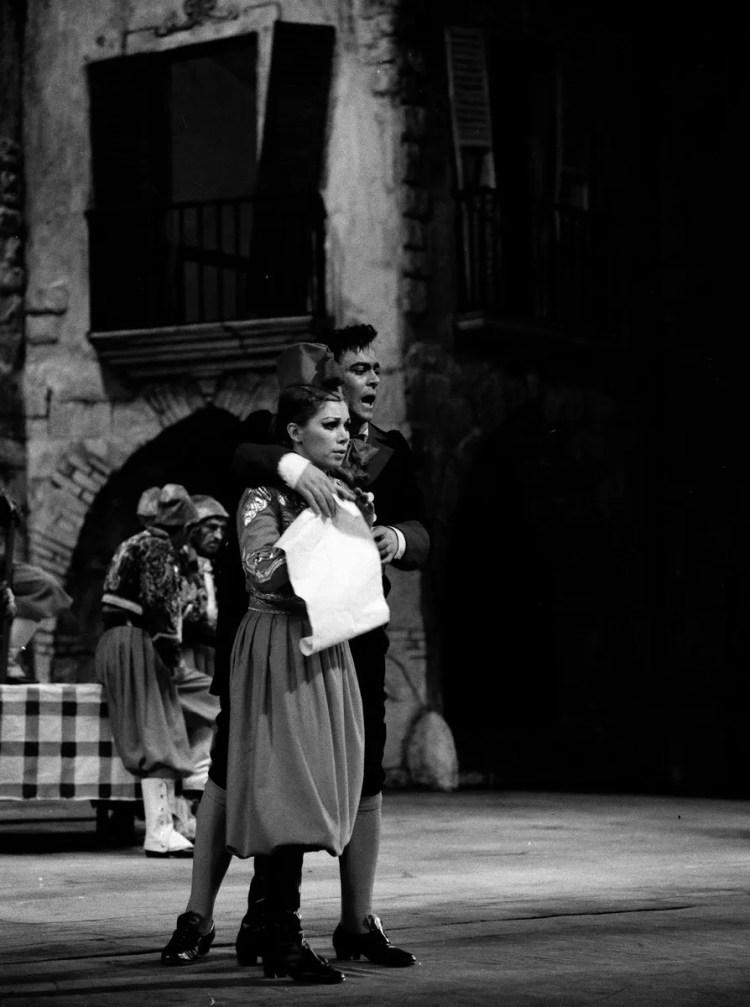 11 Mirella Freni in LA FIGLIA DEL REGGIMENTO 1968 with Luciano Pavarotti photo by Erio Piccagliani © Teatro alla Scala