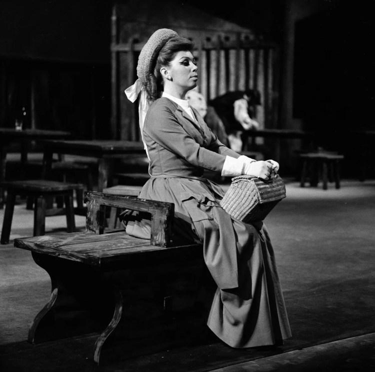 12 Mirella Freni in MANON 1969 photo by Erio Piccagliani © Teatro alla Scala