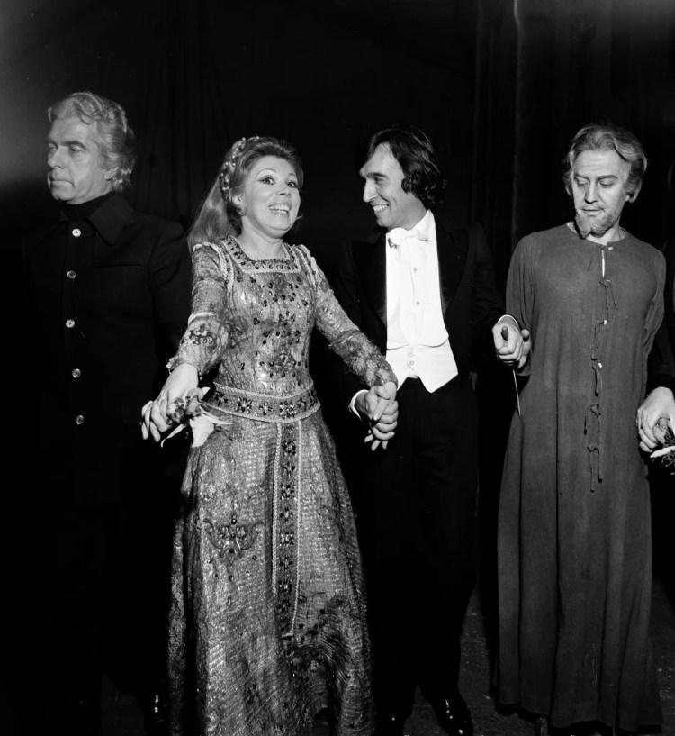 13 Mirella Freni in SIMON BOCCANEGRA with Strehler Abbado and Cappuccilli photo by Erio Piccagliani © Teatro alla Scala