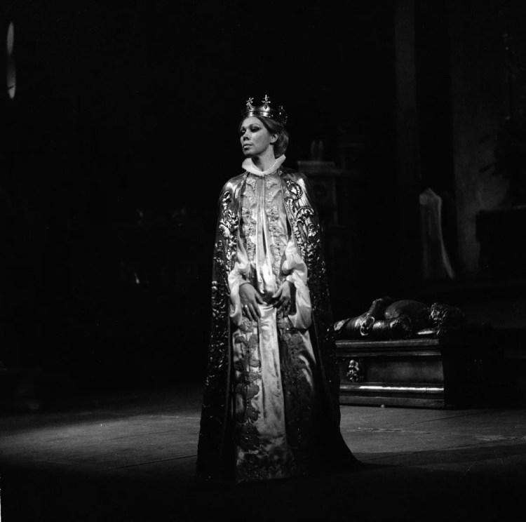 15 Mirella Freni in DON CARLO 1977 photo by Erio Piccagliani © Teatro alla Scala