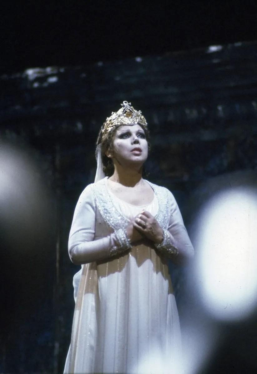16 Mirella Freni in ERNANI 1982 photo by Lelli e Masotti © Teatro alla Scala 01