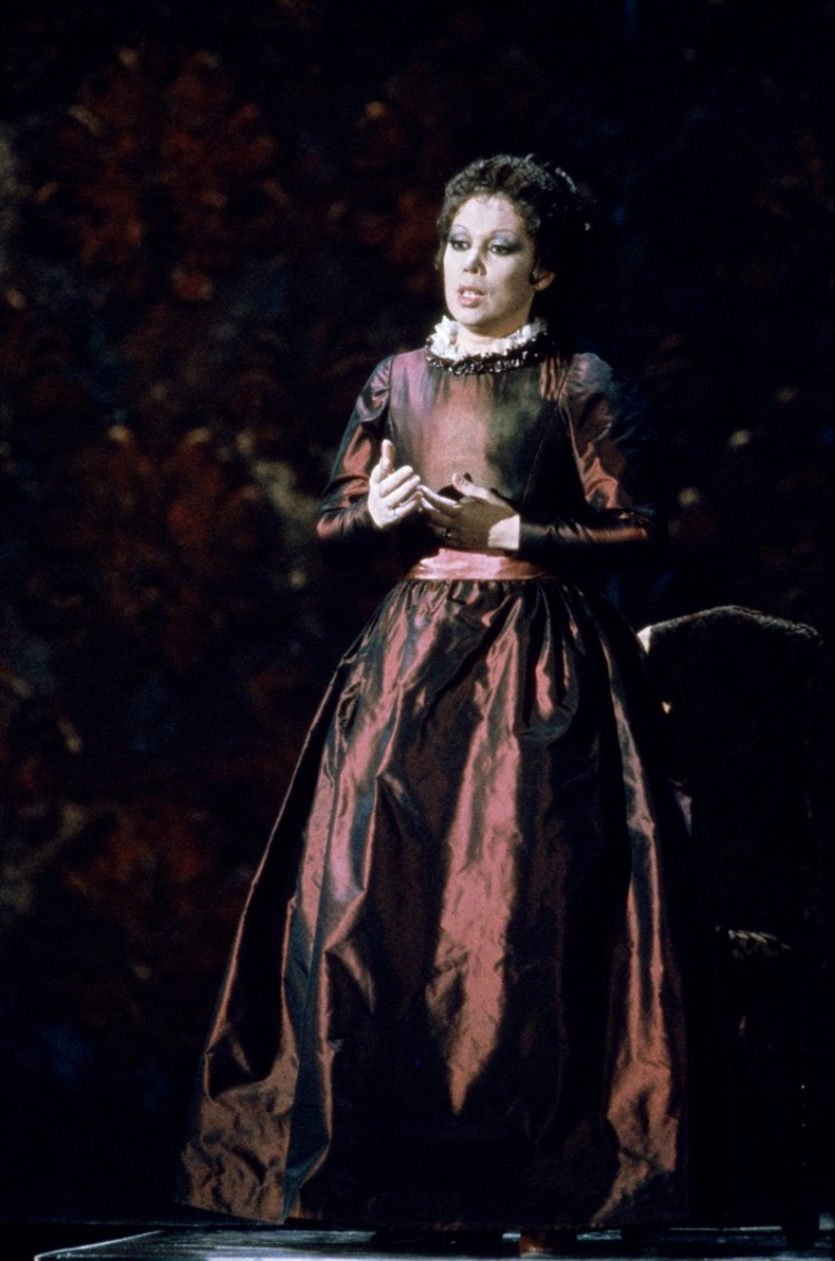16 Mirella Freni in ERNANI 1982 photo by Lelli e Masotti © Teatro alla Scala