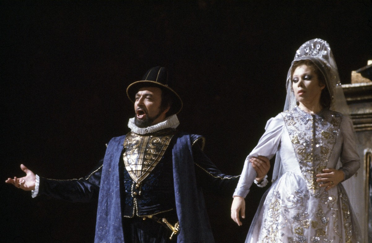 16 Mirella Freni in ERNANI 1982 with Renato Bruson photo by Lelli e Masotti © Teatro alla Scala