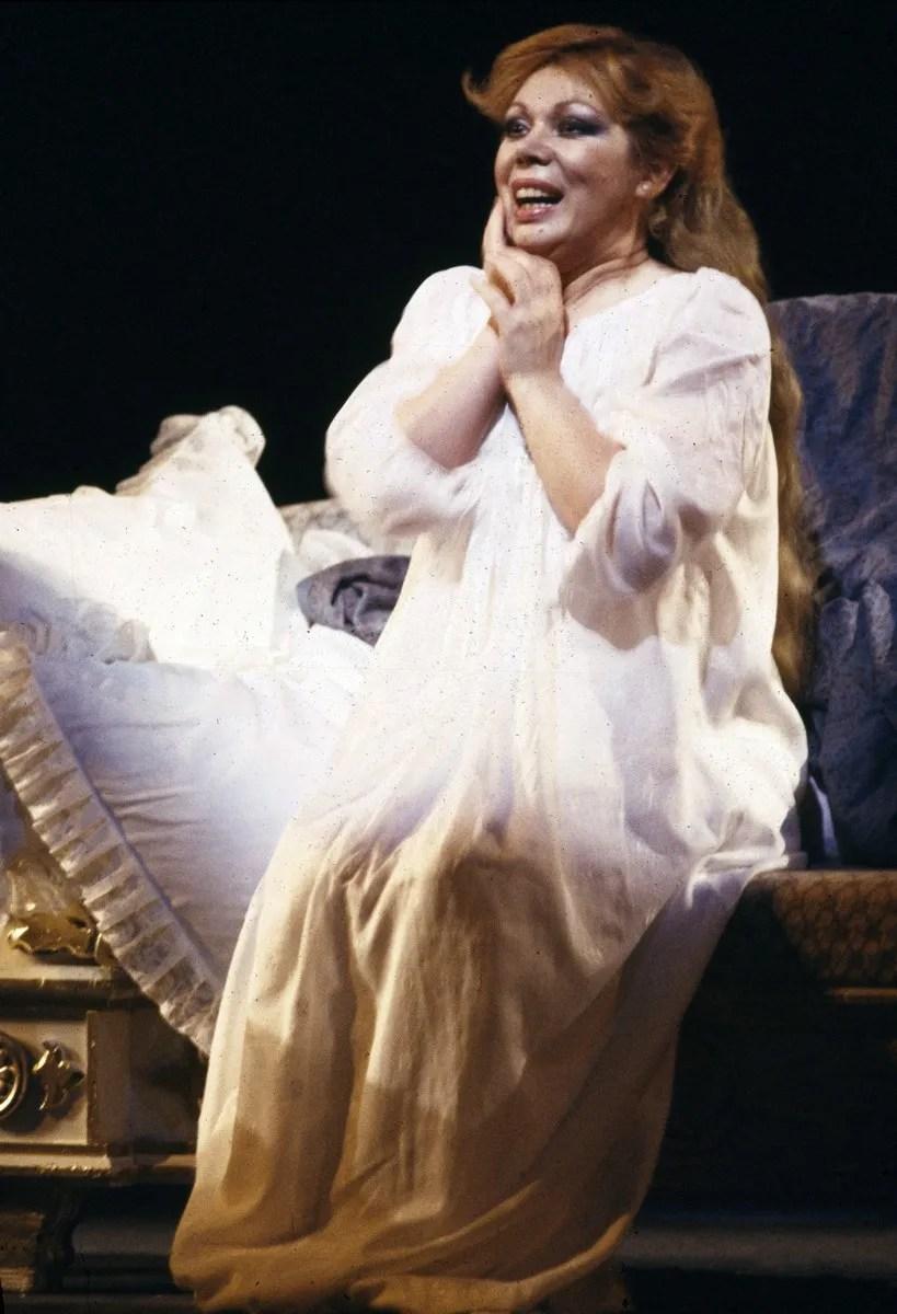 17 Mirella Freni in EUGENIO ONEGHIN 1986 photo by Lelli e Masotti © Teatro alla Scala 01