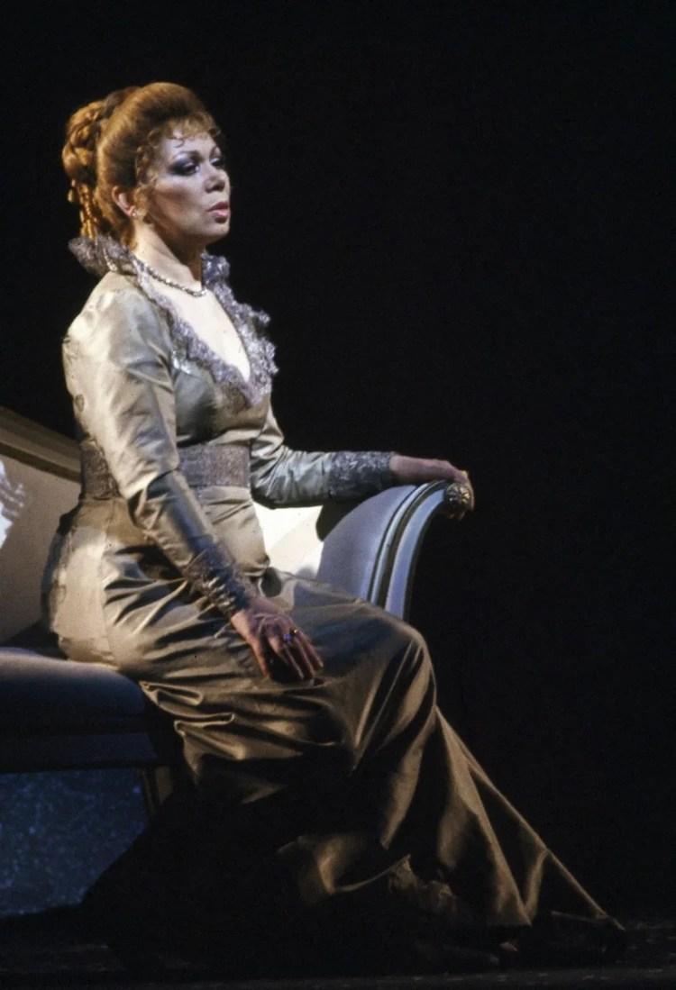 17 Mirella Freni in EUGENIO ONEGHIN 1986 photo by Lelli e Masotti © Teatro alla Scala 02