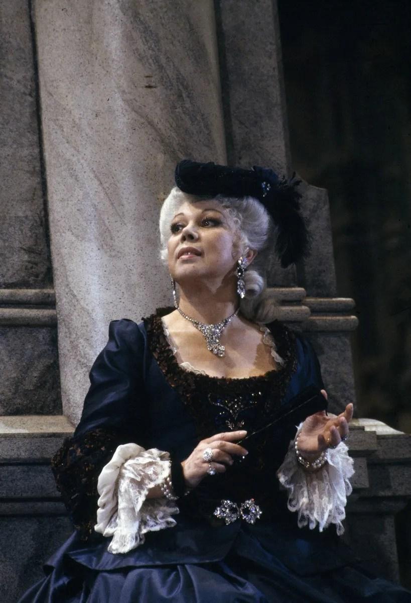 18 Mirella Freni in ADRIANA LECOUVREUR 1989 photo by Lelli e Masotti © Teatro alla Scala