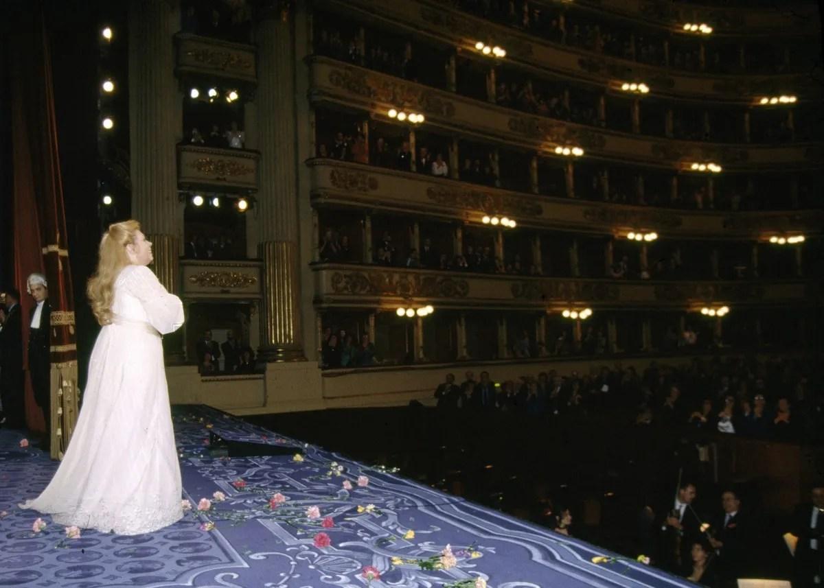 20 Mirella Freni in FEDORA 1993 photo by Lelli e Masotti © Teatro alla Scala 01