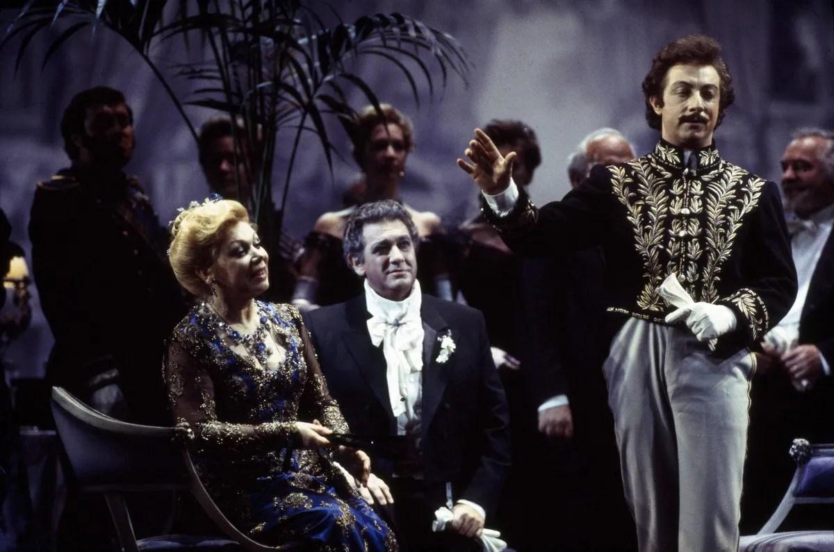 20 Mirella Freni in FEDORA 1993 with Placido Domingo and Alessandro Corbelli photo by Lelli e Masotti © Teatro alla Scala