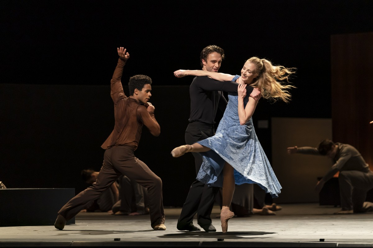 The Cellist. Marcelino Sambe, Matthew Ball and Lauren Cuthbertson. ©ROH, 2020. Photographed by Bill Cooper.