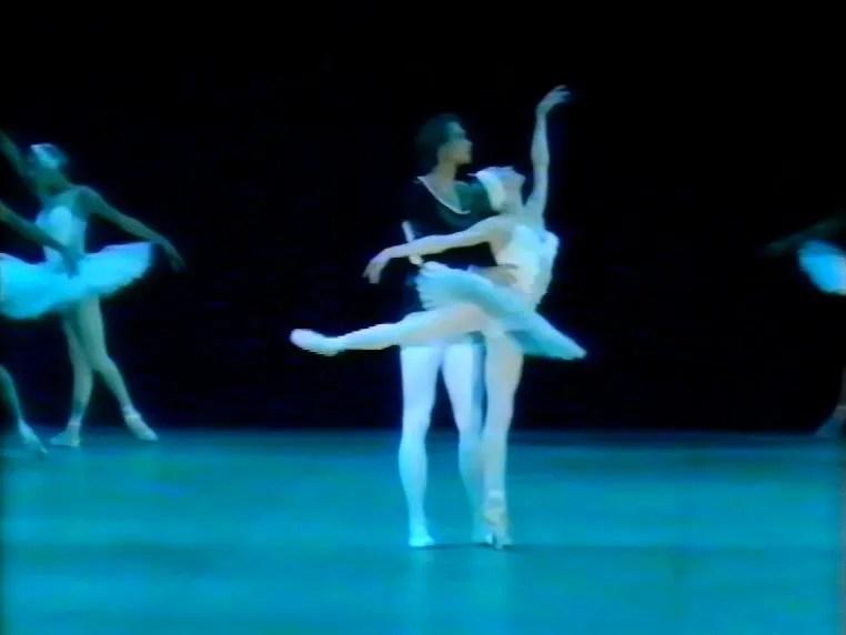 Natalia Makarova and Konstantin Zaklinsky in Swan Lake Act 2 adagio 1